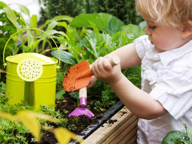iStock-12247220_Child-uses-gardening-tools_s4x3_lg